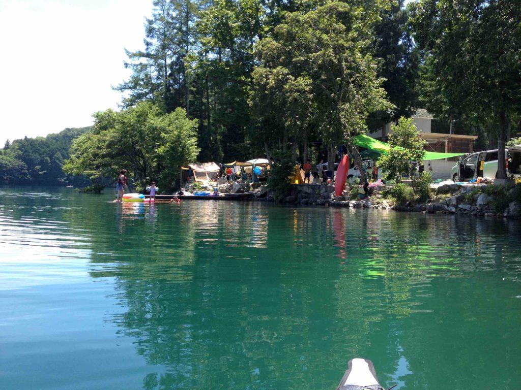湖畔キャンプ場