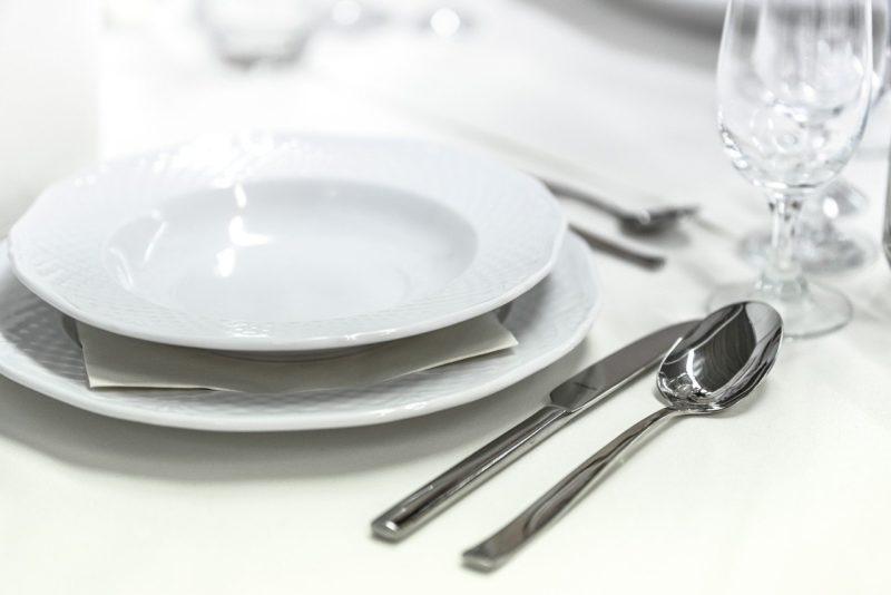 食器の条件②:シンプルで機能的な洗練されたデザインの食器