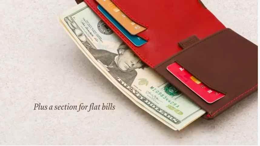 ベルロイの財布は日本のお札がぴったり入るサイズ
