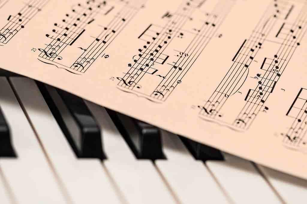 ウクレレがおすすめな理由⑤:音楽の構成やギターやピアノなど他の楽器の理解にもつながる
