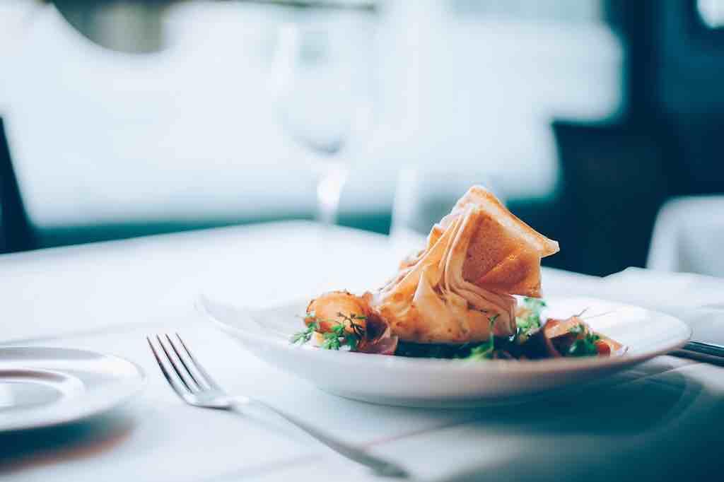 食器の揃え方のコツ②:ワンプレート料理をメインにして食器の数を厳選する