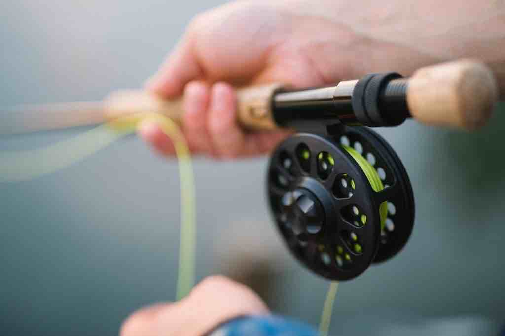 【釣りを嗜む】旅行先やキャンプのお供に最適なコンパクトロッドの世界