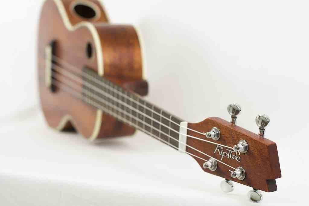 弦を交換するタイミング③:Low-G/High-Gのセッティングを変えるとき