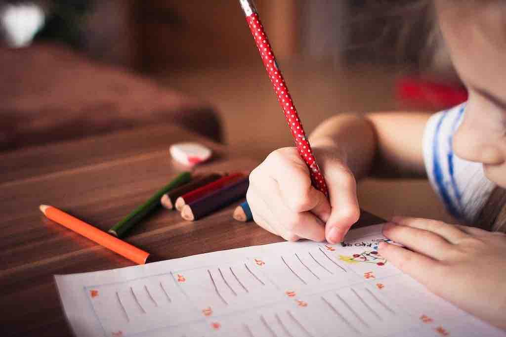 【子供の塾や習い事】むしろ、通わないで過ごす方がメリット大では?
